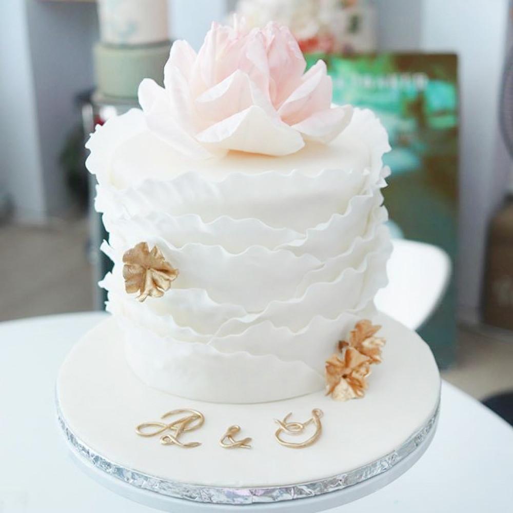Свадебный торт с рюшами