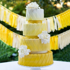 Свадебный торт омбре желто-белый