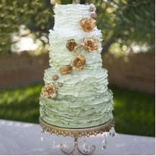 Свадебный торт с бело-зеленым градиентом