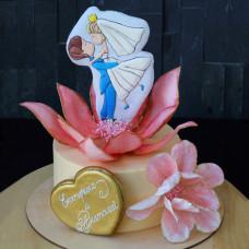Свадебный торт с пряниками и ягодами