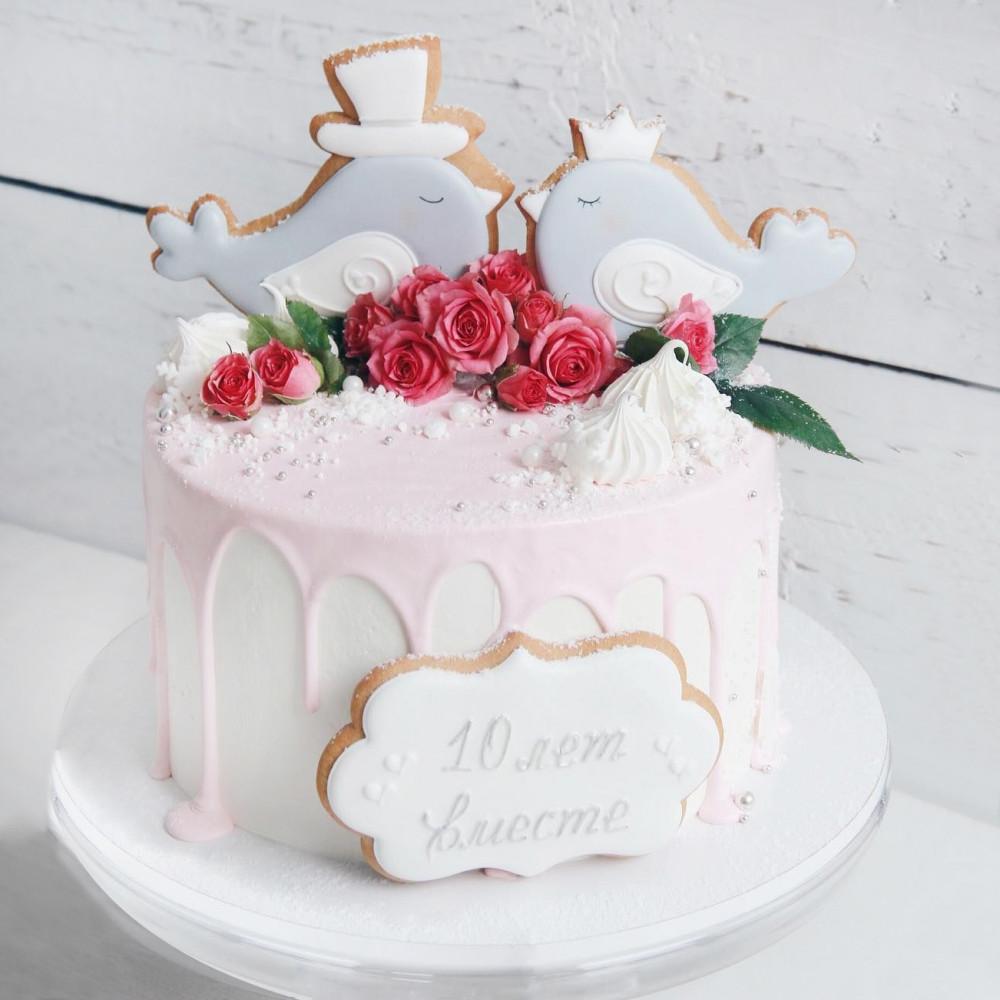 Свадебный торт с пряниками в виде птиц
