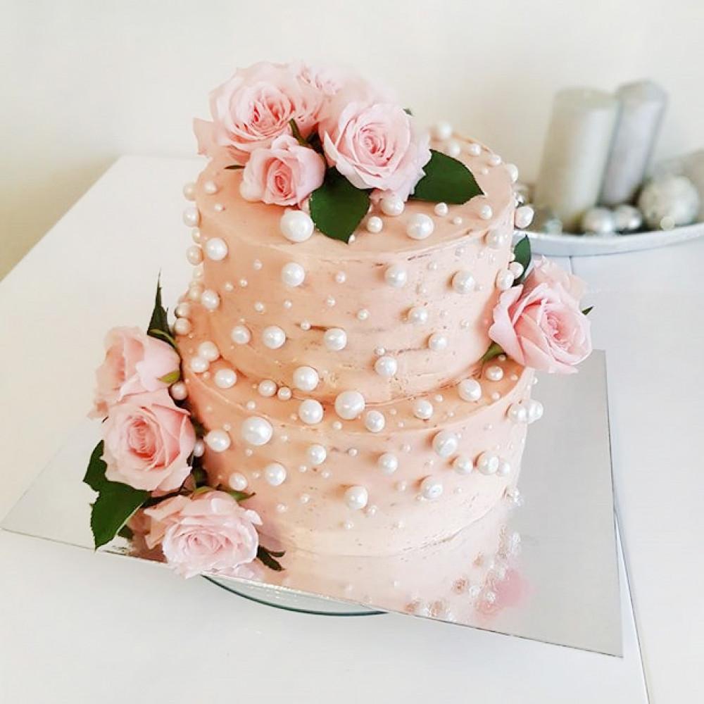 Свадебный торт с розами и жемчугом
