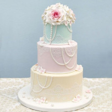 Трехъярусный торт с бусинами на свадьбу
