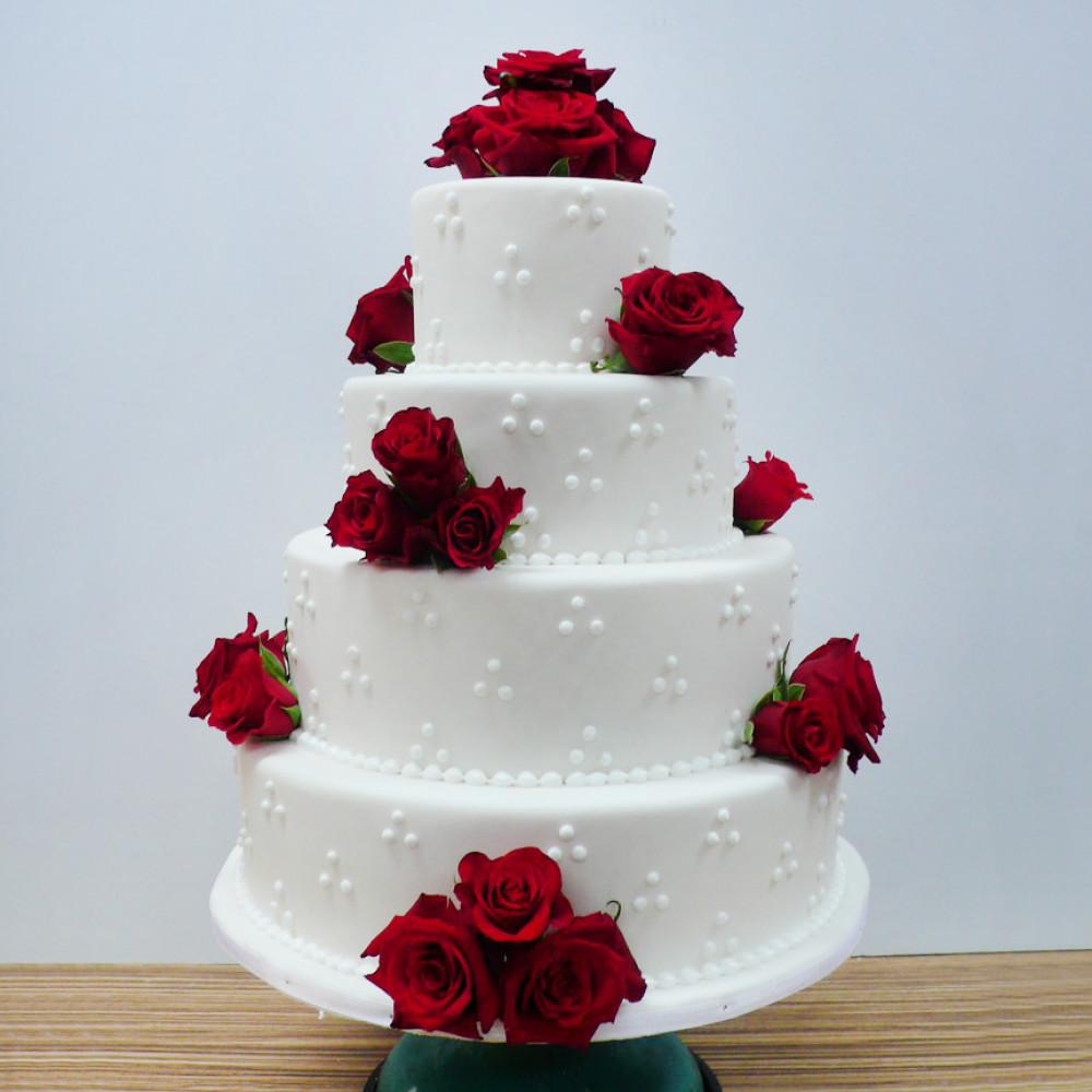 Торт на свадьбу с красными розами и жемчугом