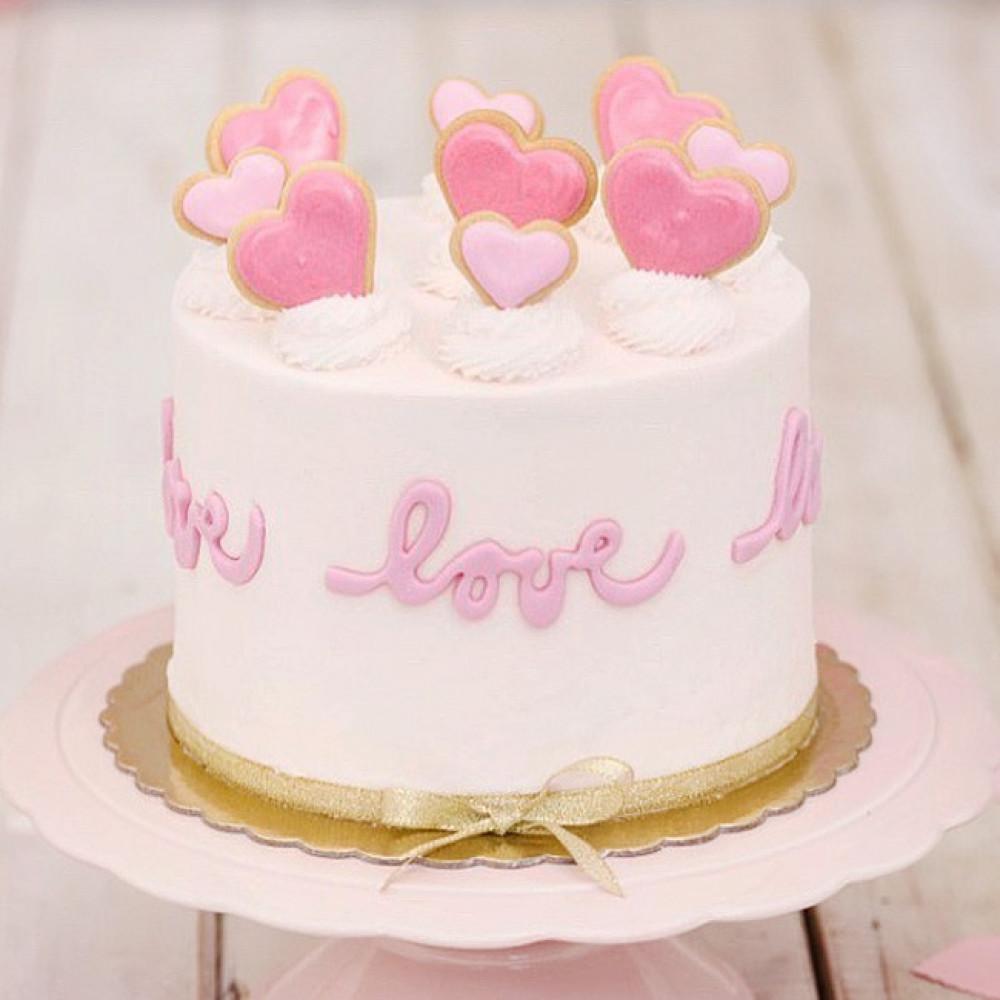 Кремовый свадебный торт сердце