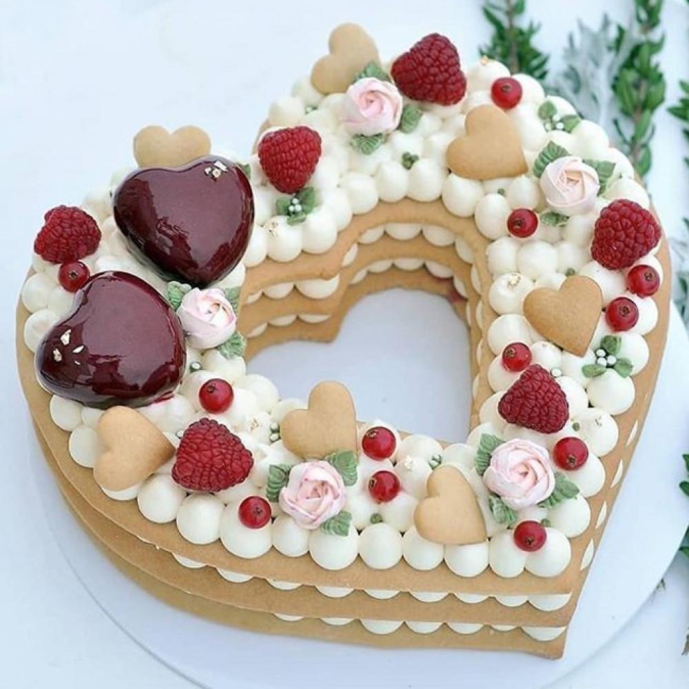 Свадебный торт сердце с открытыми коржами