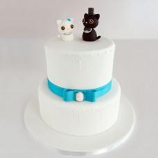 Белый торт на свадьбу с котиками
