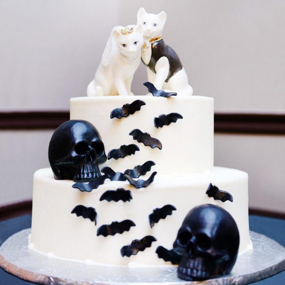 Торт с кошками на готическую свадьбу