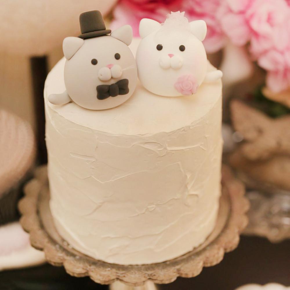 Торт на свадьбу с милыми котиками