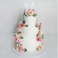 Свадебный торт с топпером лебеди