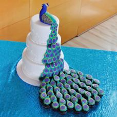 Торт с павлином и пирожными на свадьбу