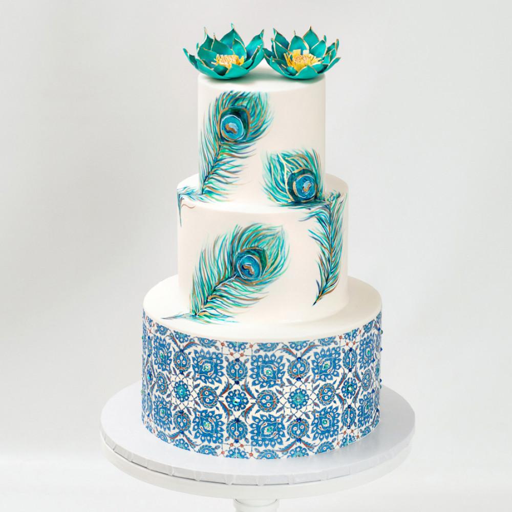 Свадебный торт с перьями павлина