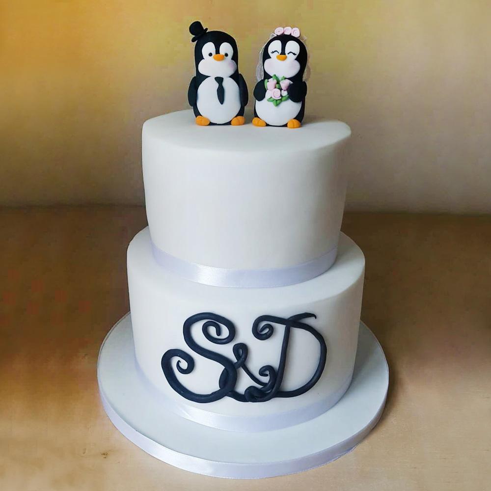 Двухъярусный торт с пингвинами