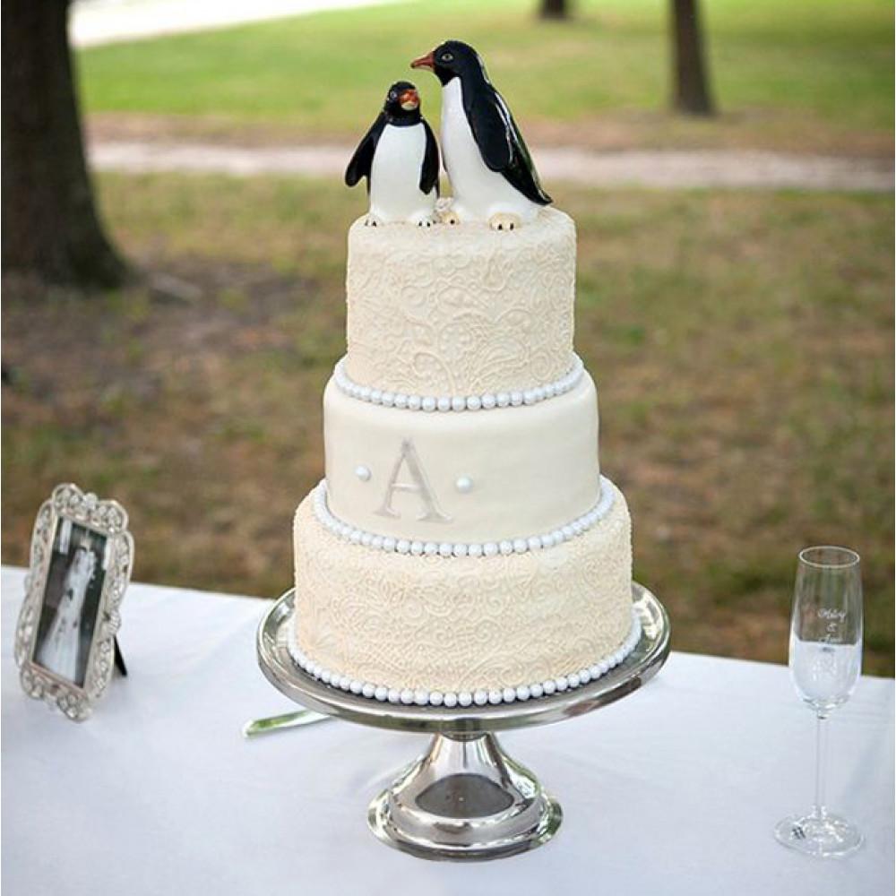Торт с пингвинчиками и кружевом на свадьбу