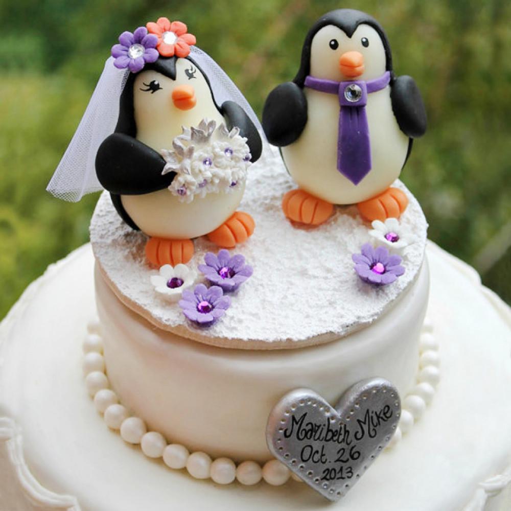 Торт с фигурками пингвинов на свадьбу