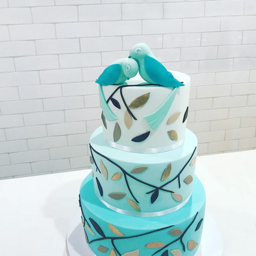 Свадебный торт с птицами из мастики