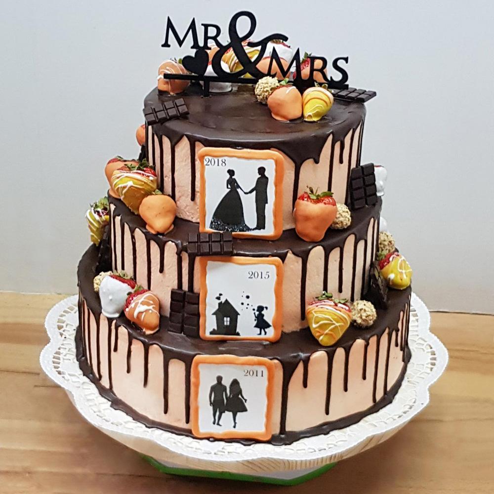 Свадебный торт с силуэтами жениха и невесты