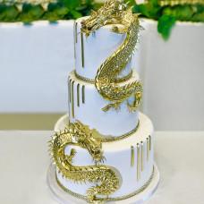 Свадебный торт с золотыми драконами