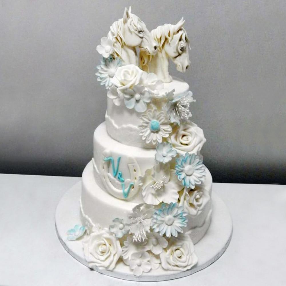Свадебный торт с лошадьми
