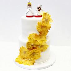 Свадебный торт с мультяшными фигурками
