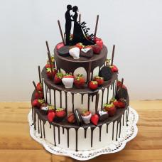 Шоколадный торт с женихом и невестой