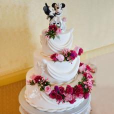 Прикольный свадебный торт с женихом и невестой