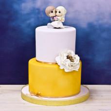 Свадебный торт с фигурками молодых
