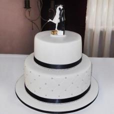 Классический торт на свадьбу с влюбленными