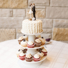 Порционный торт с женихом и невестой