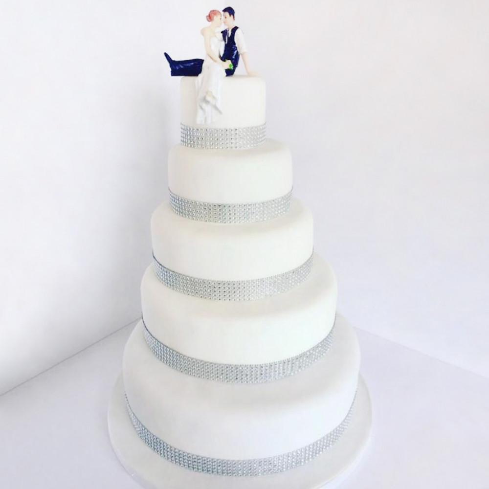 Свадебный торт с фигурками молодой пары