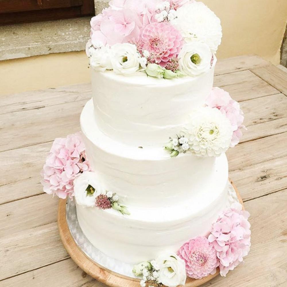 Свадебный торт в традиционном стиле