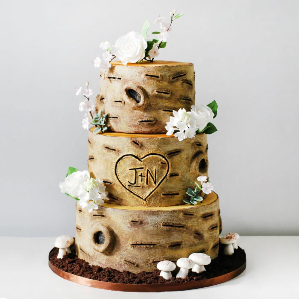 Свадебный торт в лесном стиле