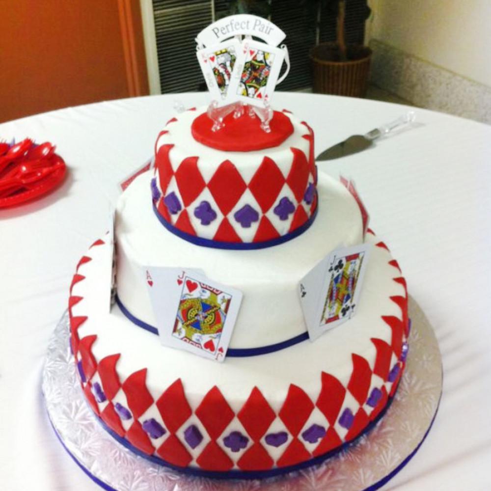 Свадебный торт с игровыми картами