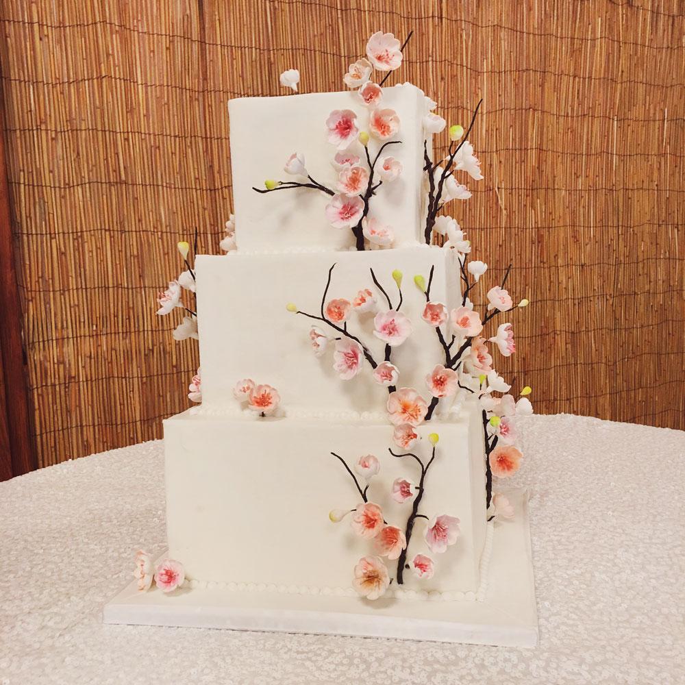 Свадебный торт с сакурой