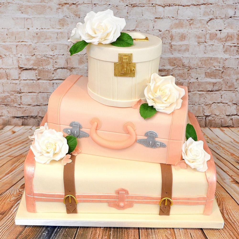 Свадебный торт в виде чемоданов