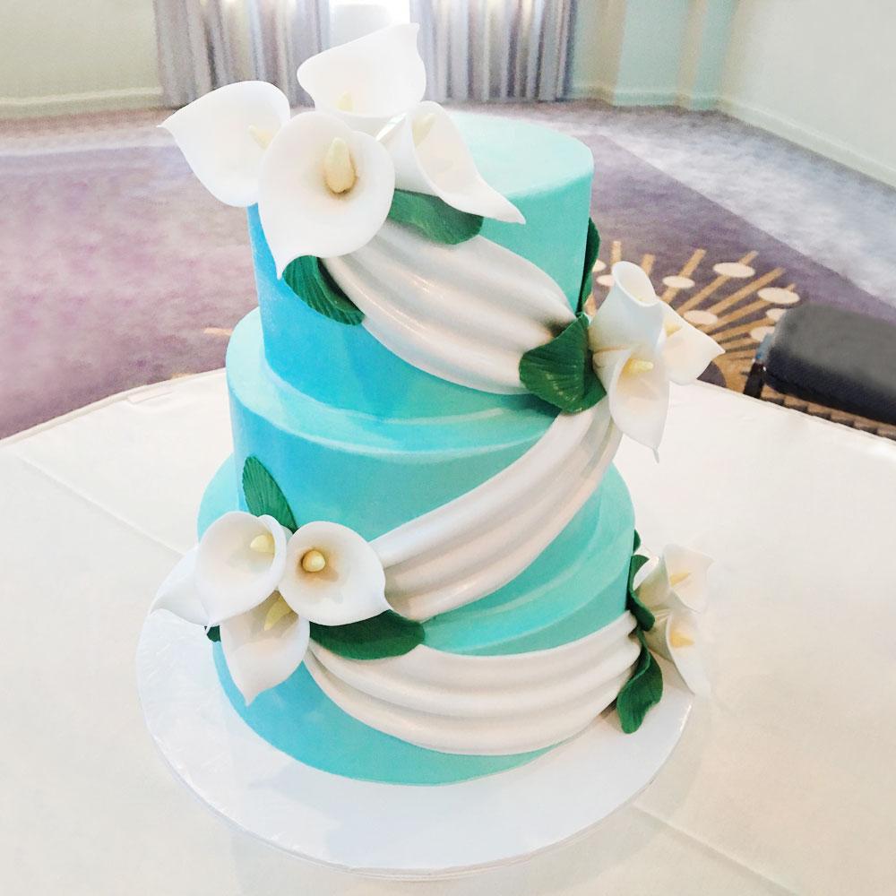 Свадебный торт с цветами Тиффани