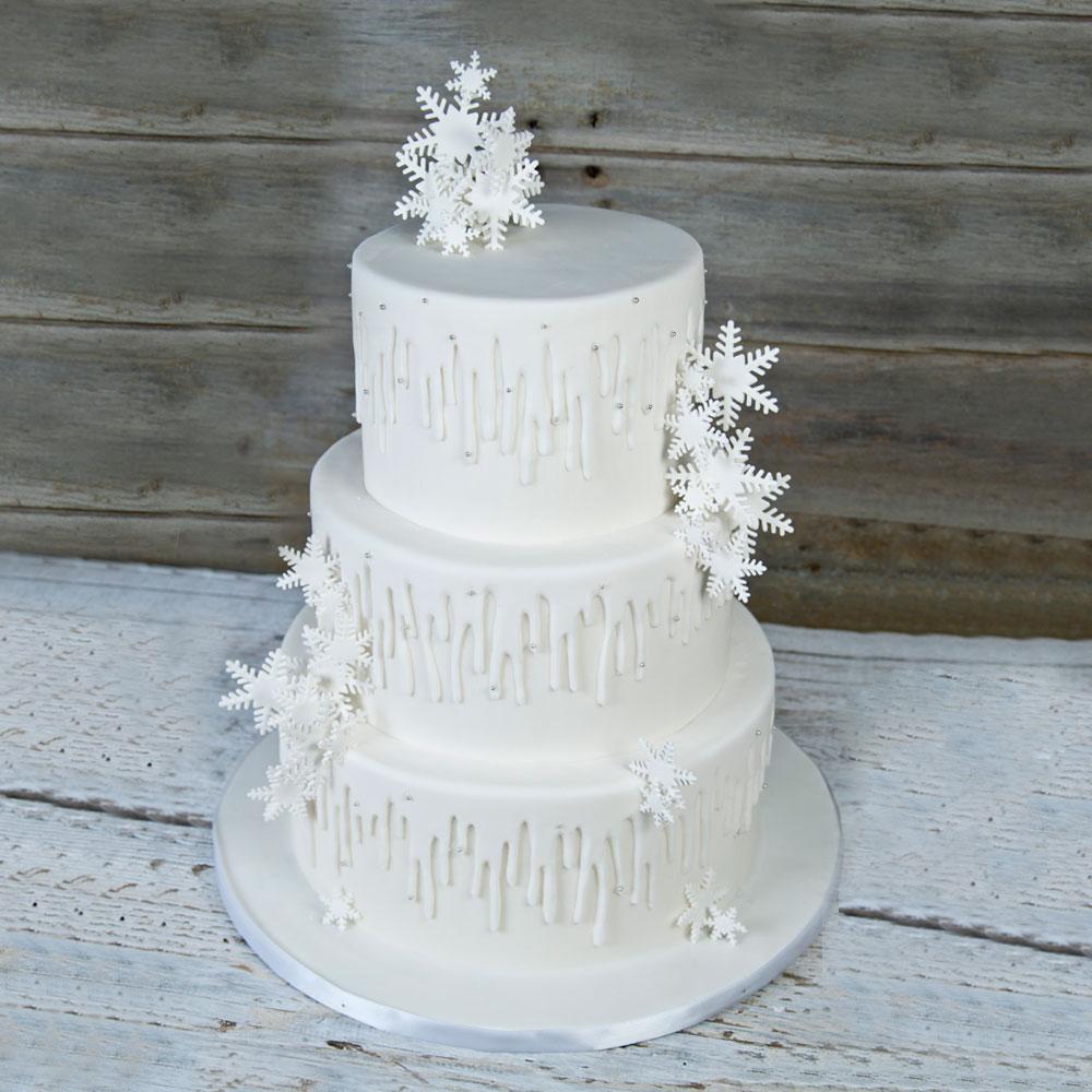 Свадебный торт со снежинками