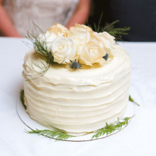 Одноярусный торт на зимнюю свадьбу