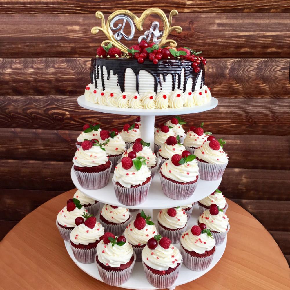 Ягодный торт с капкейками на свадьбу