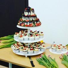 3-х ярусный торт с капкейками на подставке