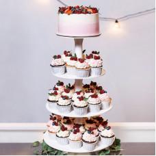 Ягодный торт на свадьбу с капкейками