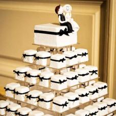 Торт в виде пирамиды из пирожных на свадьбу