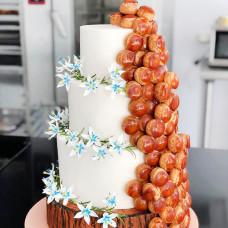 Свадебный торт с профитролями