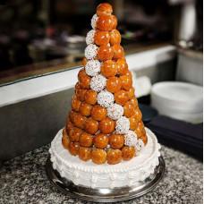 Торт пирамида из профитролей