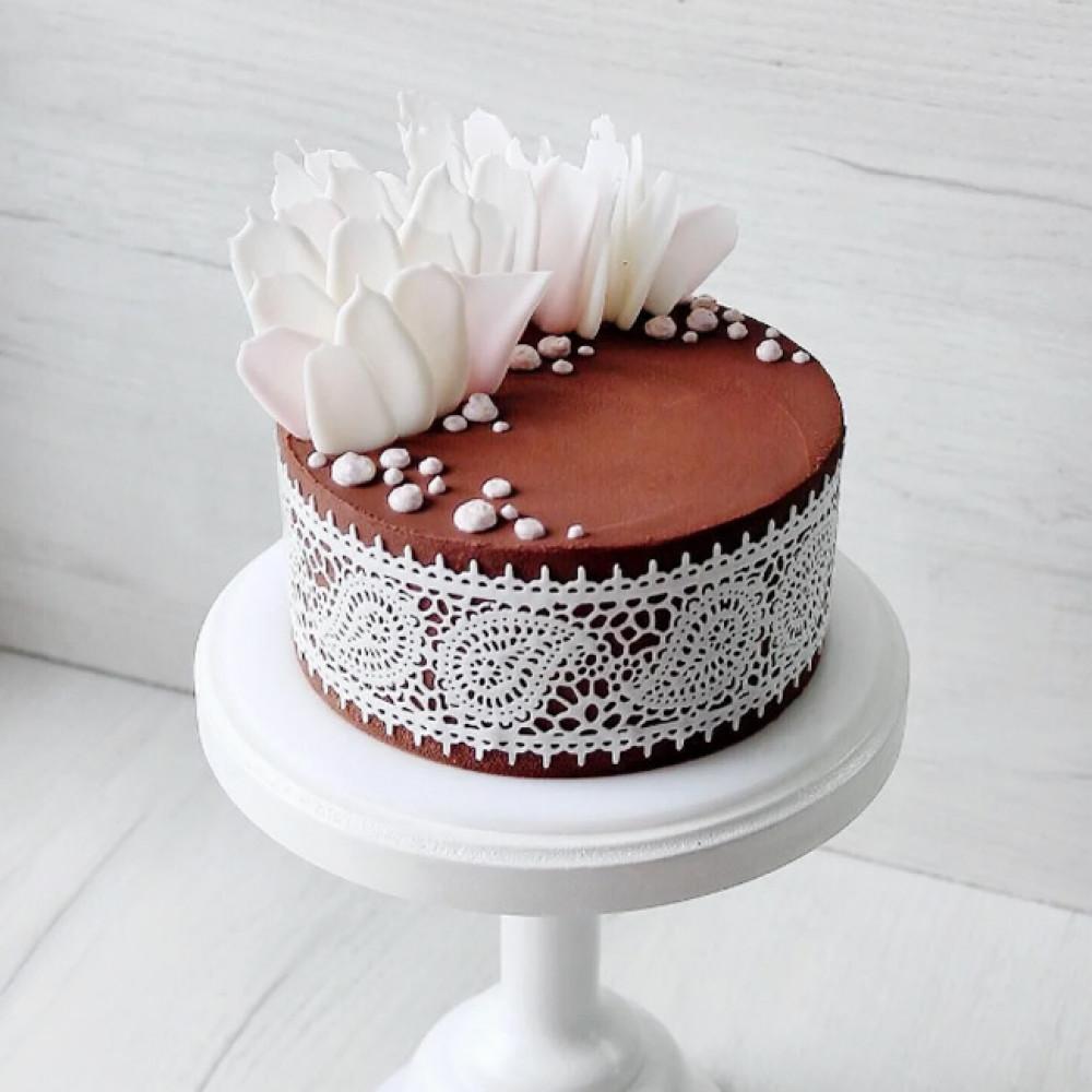 Свадебный торт с шоколадным велюром
