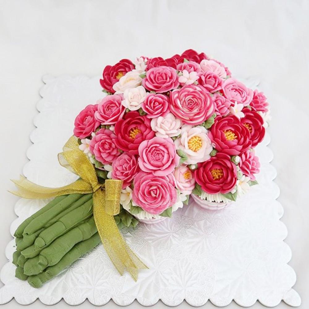 Свадебный торт в виде букета цветов