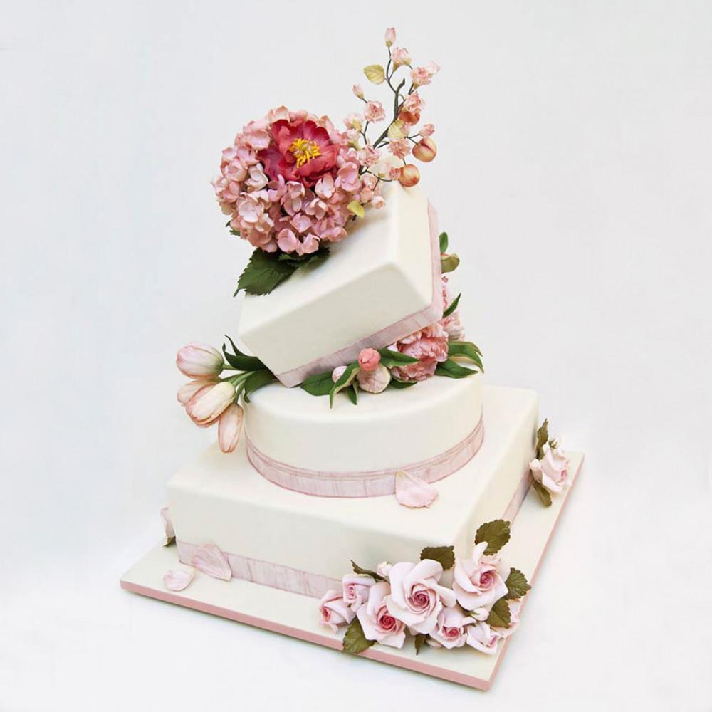 Многоярусный падающий свадебный торт