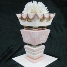 Перевернутый свадебный торт